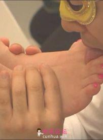 舔脚盛宴——富翁为舔脚专门建造别墅招聘美女【1V 1.1GB】【百度云】